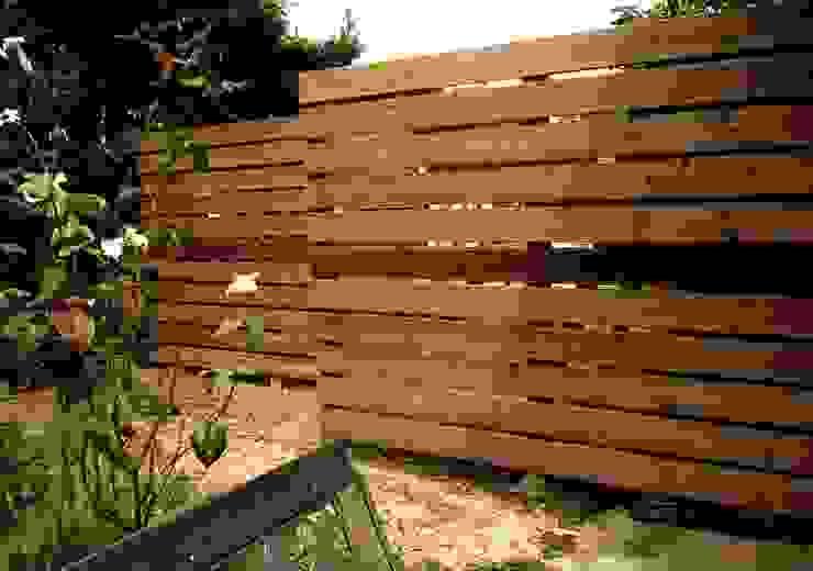 Claustra bois Jardin moderne par Constans Paysage Moderne