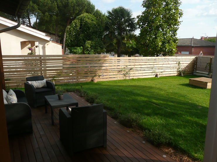 Terrasse bois, salon de jardin et claustra Jardin moderne par Constans Paysage Moderne