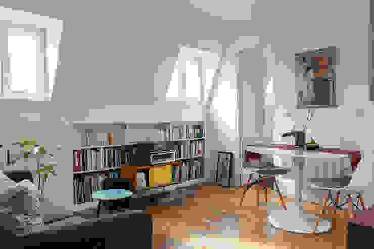 Transformation de chambres de bonne à Paris 11ème Salon moderne par GALI Sulukjian Architecte Moderne