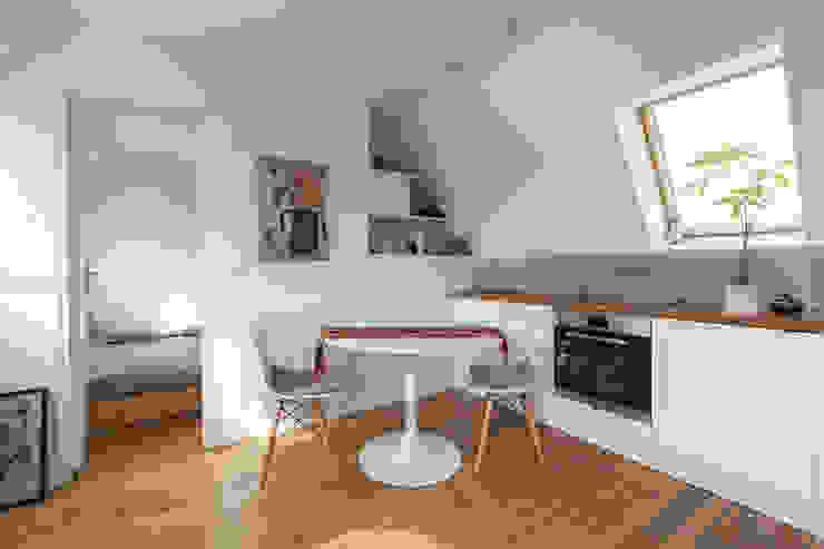 Transformation de chambres de bonne à Paris 11ème Cuisine moderne par GALI Sulukjian Architecte Moderne