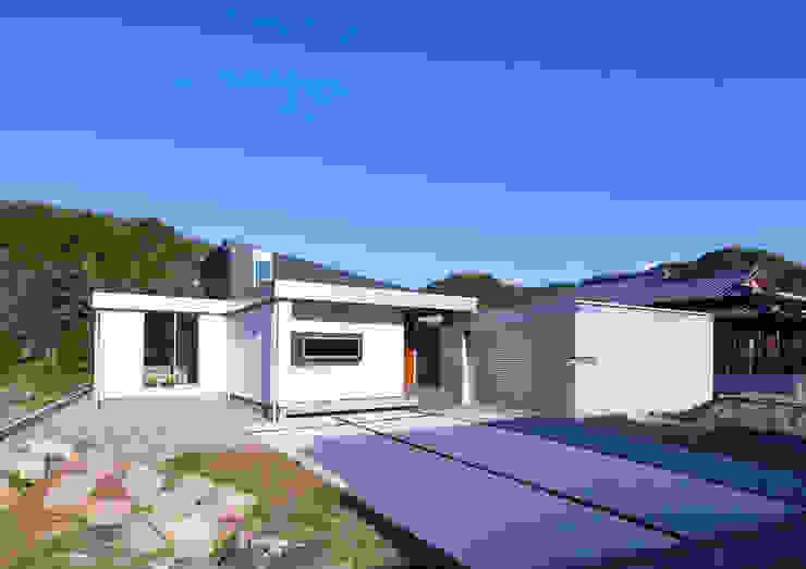 ISDアーキテクト一級建築士事務所 Modern Houses Aluminium/Zinc White