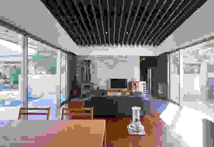 ISDアーキテクト一級建築士事務所 Modern Dining Room Wood Black