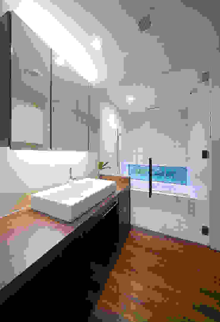 ISDアーキテクト一級建築士事務所 Modern Bathroom Tiles White