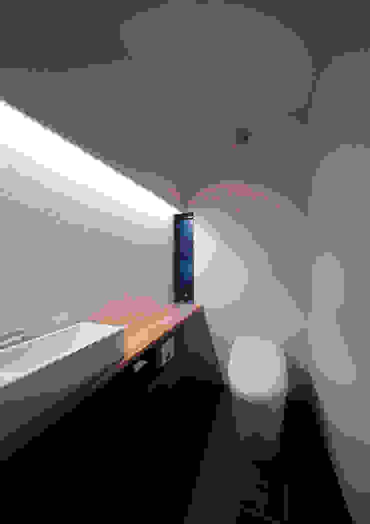 ISDアーキテクト一級建築士事務所 Modern Bathroom Wood White
