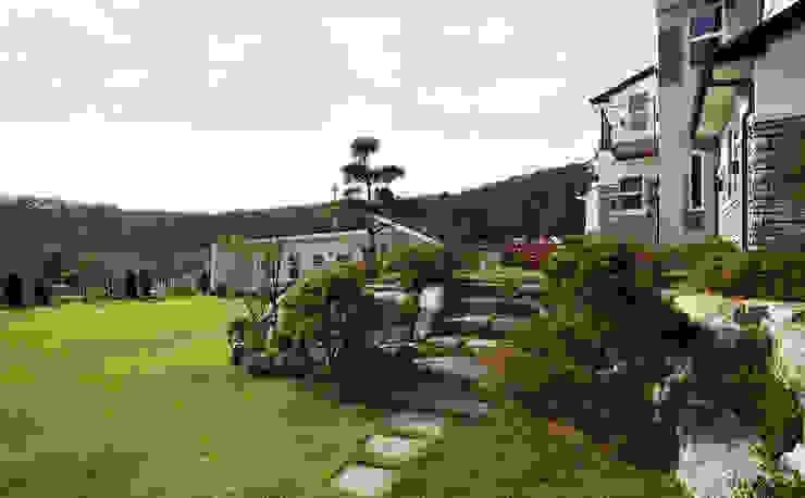 강화초지리 (Kanghwa) 모던스타일 정원 by HOUSE & BUILDER 모던