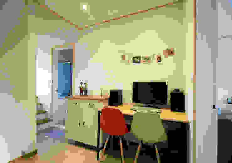 용인 흥덕지구 (Yongin) Bureau moderne par HOUSE & BUILDER Moderne