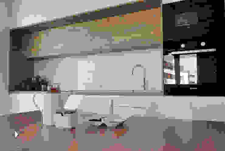 Кухня в стиле модерн от Architekt wnętrz Klaudia Pniak Модерн
