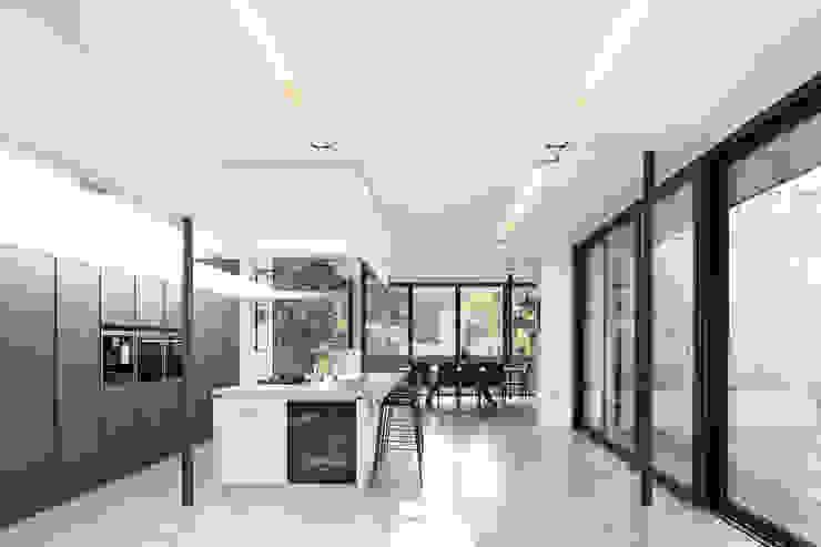Kitchen Modern kitchen by 1st Option Representation Modern