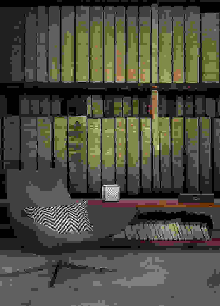 HF111-Books of History por House Frame Wallpaper & Fabrics Moderno