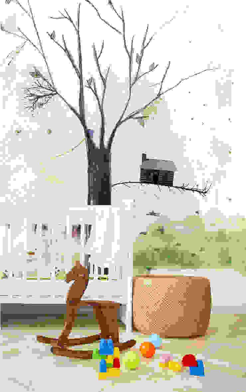 HF082-Tree House por House Frame Wallpaper & Fabrics Moderno