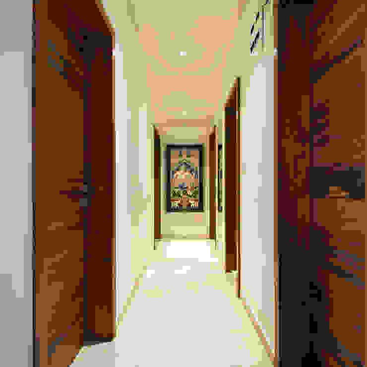Modern Corridor, Hallway and Staircase by Urban Tree Modern