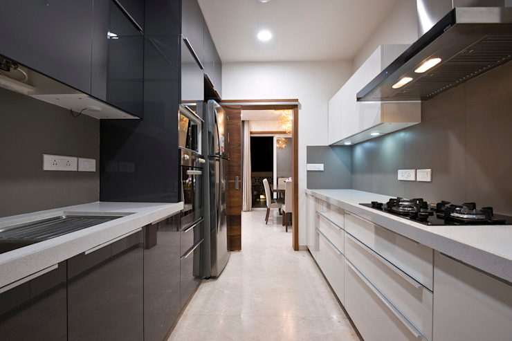 Residence Interiors at Mukundnagar, Pune Modern kitchen by Urban Tree Modern