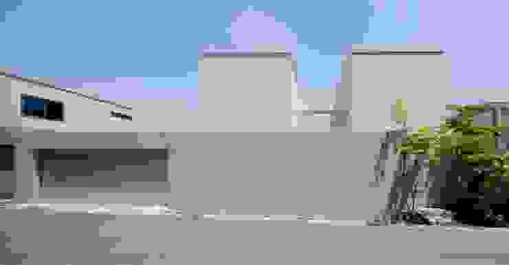 外に閉じた外観 モダンな 家 の SQOOL一級建築士事務所 モダン