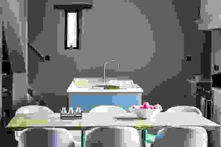 Modern kitchen by homify Modern Wood Wood effect