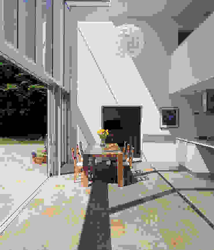 Paredes y pisos de estilo moderno de Spadon Agenturen Moderno Cerámico