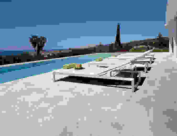 Piscinas de estilo mediterráneo de Spadon Agenturen Mediterráneo Cerámico
