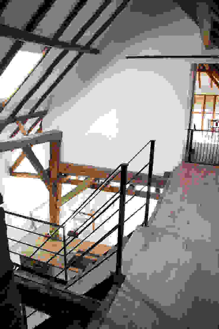 Arend Groenewegen Architect BNA Country style corridor, hallway& stairs