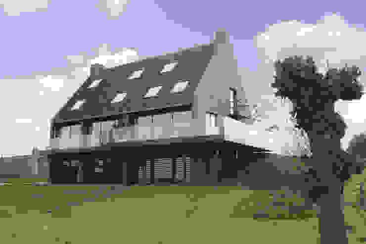 dijkwoning balkon rivierzijde Moderne huizen van Arend Groenewegen Architect BNA Modern