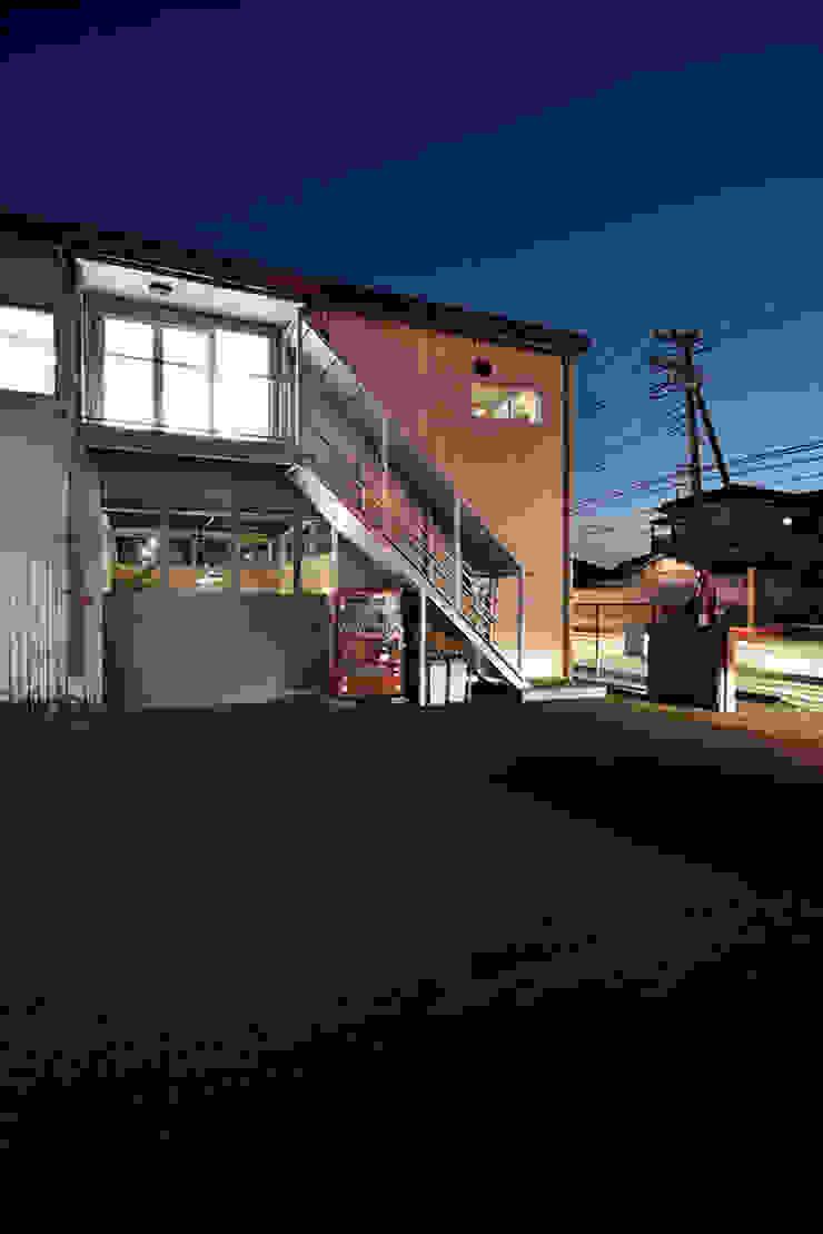 綾瀬のオフィス インダストリアルデザインの 書斎 の Bound About Project インダストリアル 鉄/鋼