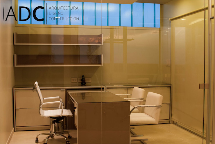Moderne Arbeitszimmer von DIAZ GUERRA ESTUDIO Modern