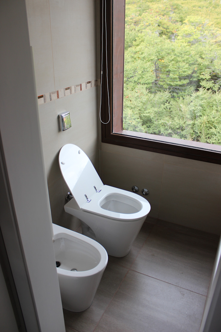 Modern bathroom by CaB Estudio de Arquitectura Modern