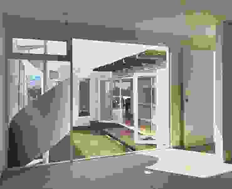 CaSA CORTINA Jardines modernos de CoRREA Arquitectos Moderno