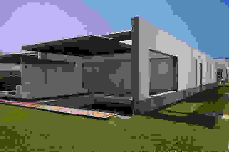 CASA DE PLAYA ARÉVALO Casas de estilo minimalista de ARKILINEA Minimalista
