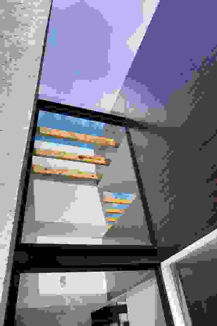 CoRREA Arquitectos Modern Corridor, Hallway and Staircase