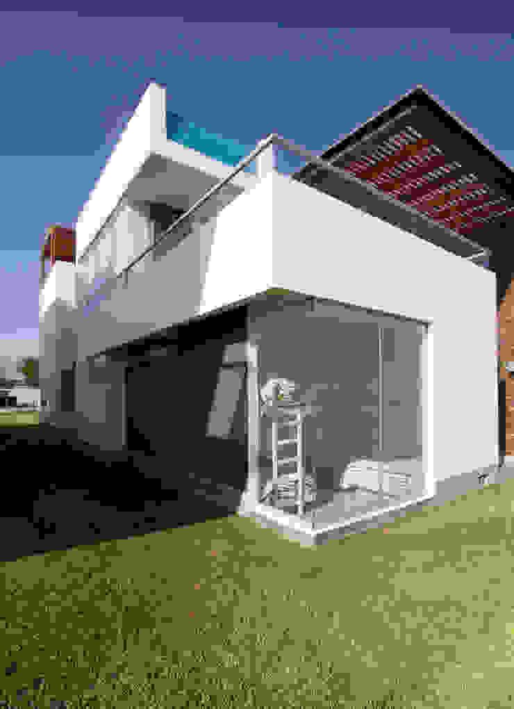 CASA DE PLAYA BARRÓN Casas de estilo minimalista de ARKILINEA Minimalista