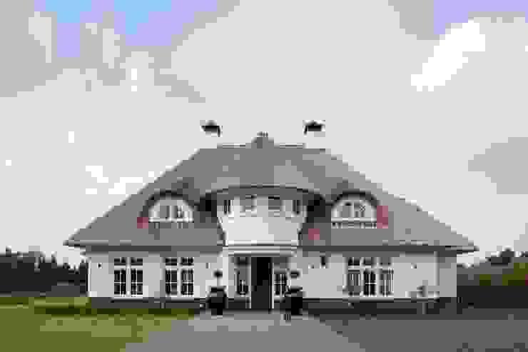 Klassieke rietgedekte villa te Bathmen van 01 Architecten