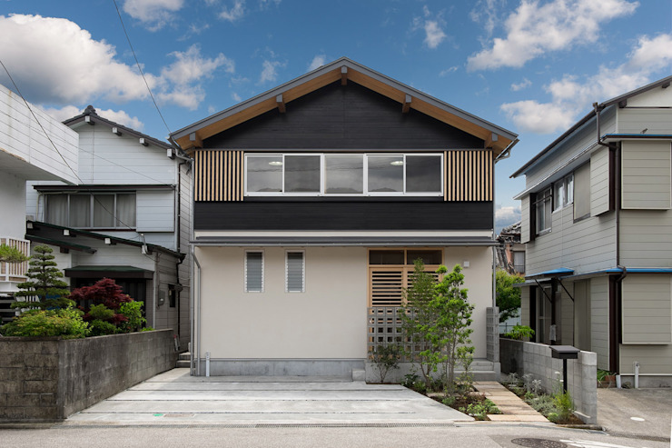 Classic style houses by エニシ建築設計事務所 Classic Wood Wood effect