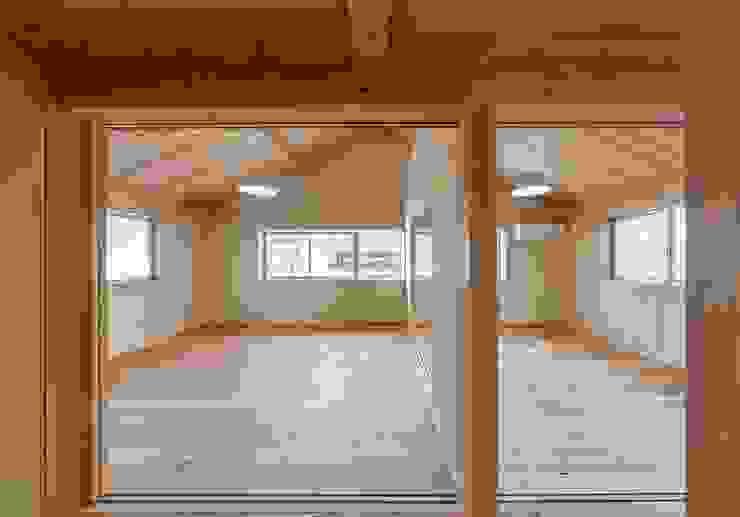土佐木材、土佐漆喰で建てた気持ち良い家 クラシックデザインの 子供部屋 の エニシ建築設計事務所 クラシック