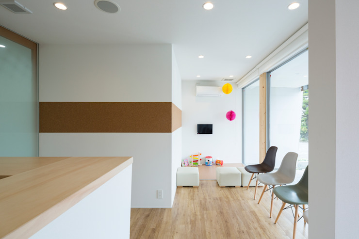 Studio R1 Architects Office Eclectic style nursery/kids room Wood White