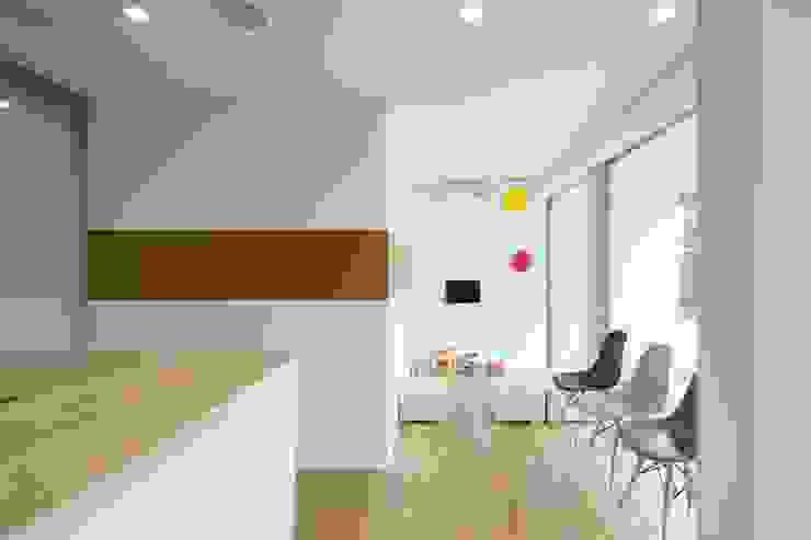 Studio R1 Architects Office Nursery/kid's room Wood White