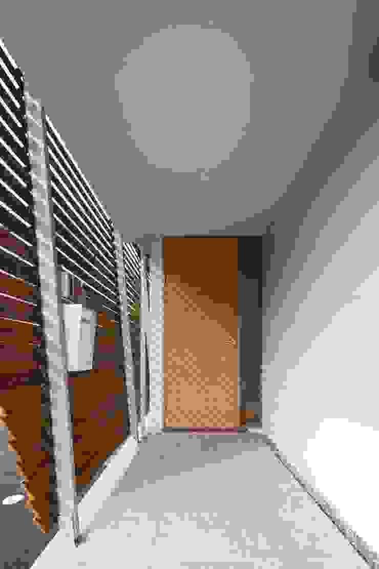 Pasillos, vestíbulos y escaleras de estilo ecléctico de Studio R1 Architects Office Ecléctico Pizarra