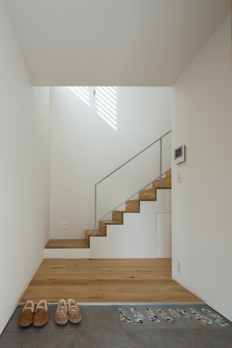 Studio R1 Architects Office Eclectic style corridor, hallway & stairs Wood White