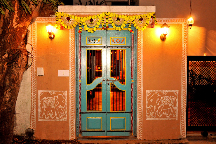 Traditional door: classic  by Image N Shape,Classic