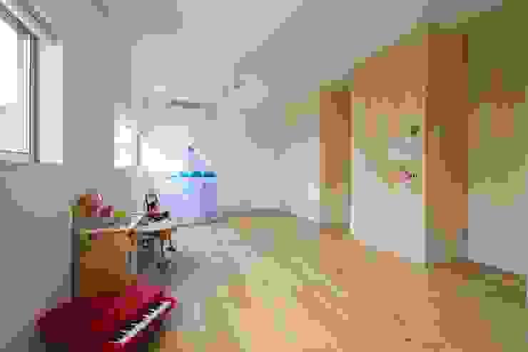 Studio R1 Architects Office Nursery/kid's room Wood Wood effect