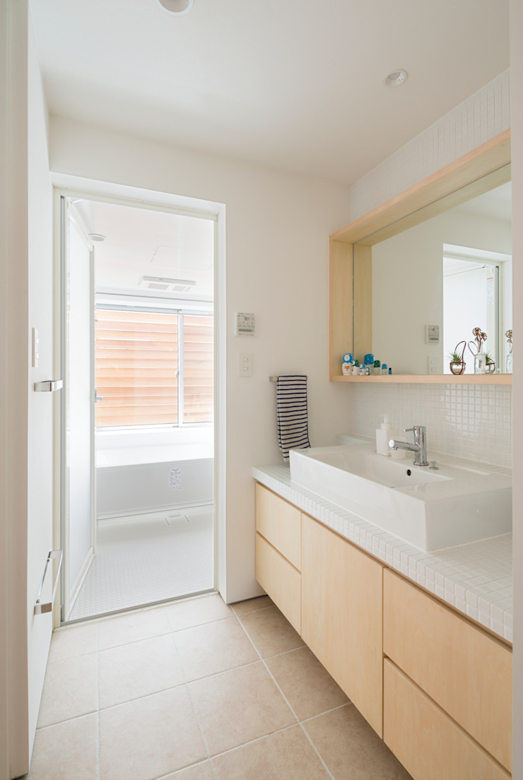 Studio R1 Architects Office Eclectic style bathroom Tiles White