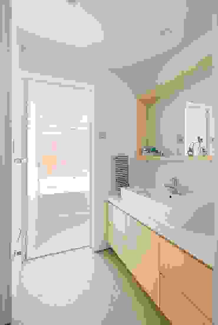 Baños de estilo ecléctico de Studio R1 Architects Office Ecléctico Azulejos