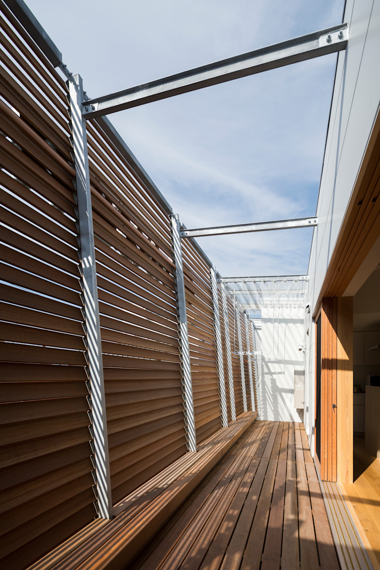 Studio R1 Architects Office Eclectic style balcony, veranda & terrace Wood Wood effect