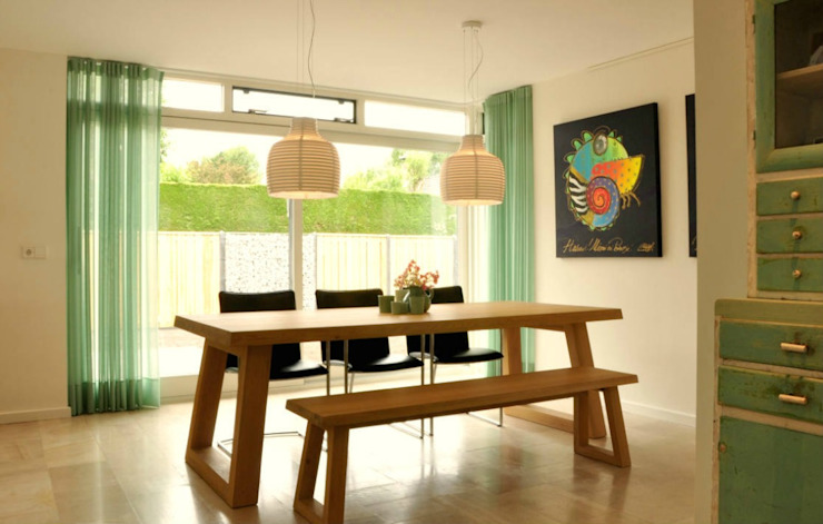 Dining room by Atelier09, Modern