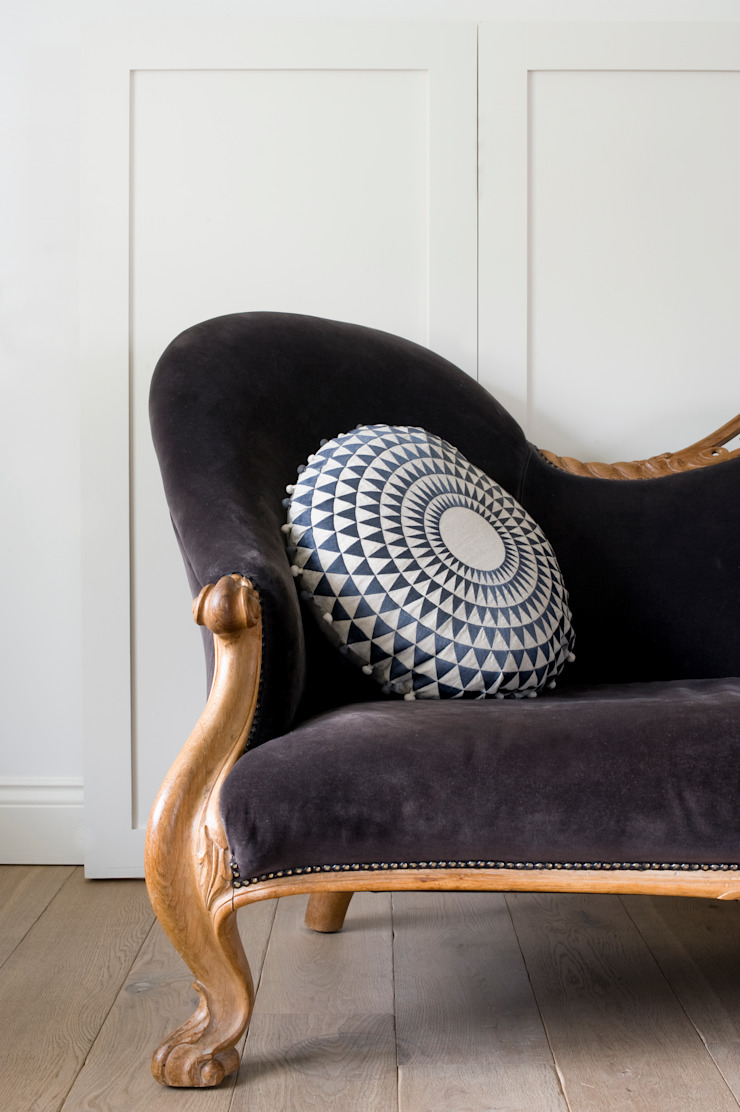 Concentric Cushion Slate: classic  by Niki Jones, Classic Flax/Linen Pink