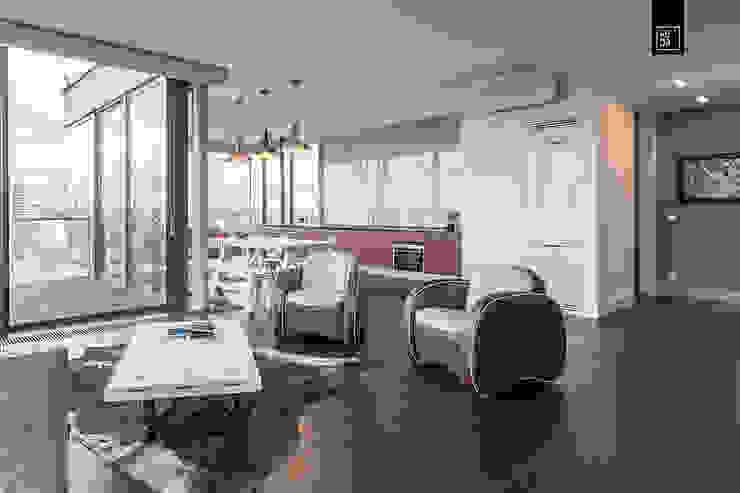 Cocinas de estilo moderno de KODO projekty i realizacje wnętrz Moderno