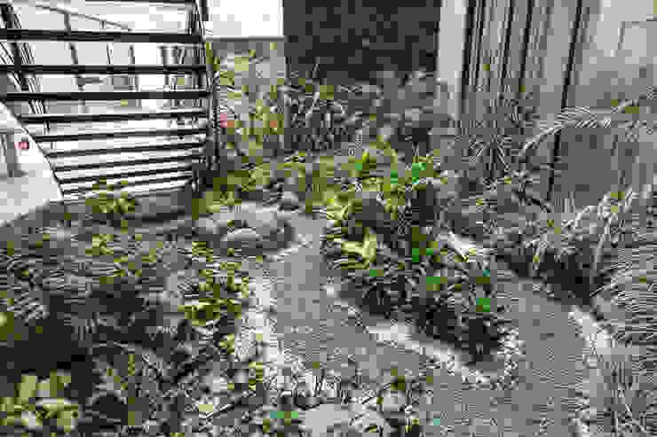 Vườn phong cách hiện đại bởi PHia Hiện đại
