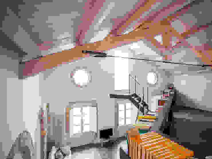 STUDIO DOTT. ARCH. GIANLUCA PIGNATARO 现代客厅設計點子、靈感 & 圖片 木頭 White