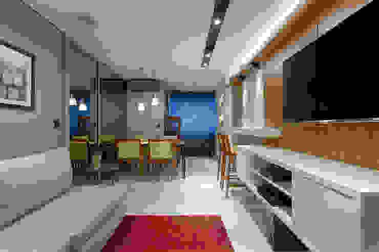 Livings de estilo moderno de Emmanuelle Eduardo Arquitetura e Interiores Moderno