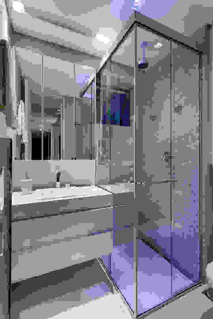 Emmanuelle Eduardo Arquitetura e Interiores 現代浴室設計點子、靈感&圖片 Beige