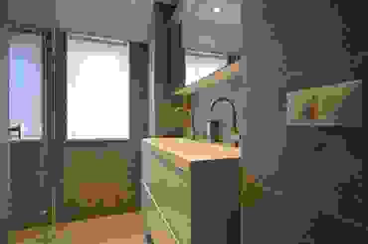 Modern Bathroom by AGZ badkamers en sanitair Modern Tiles