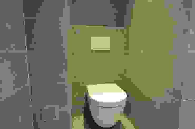 Nowoczesna łazienka od AGZ badkamers en sanitair Nowoczesny Ceramiczny